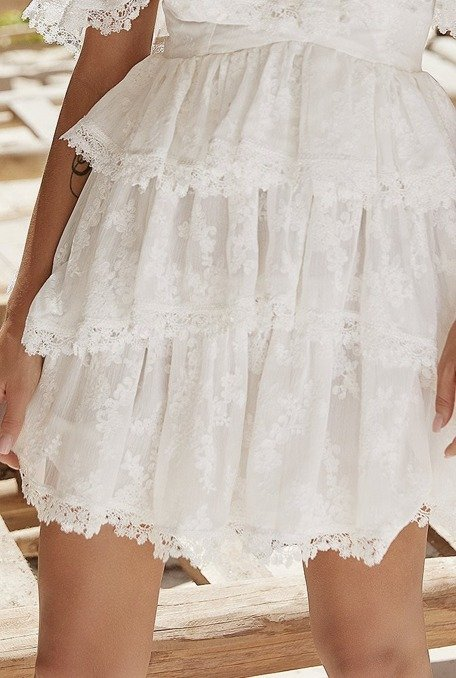 Carmella - Sukienka w stylu boho z falbankami w kolorze białym