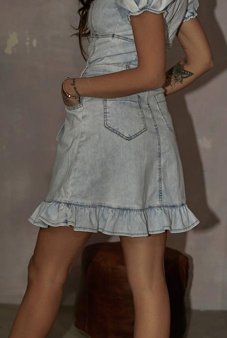 Sida - Jeansowa sukienka w odcieniu jasnoniebieskim